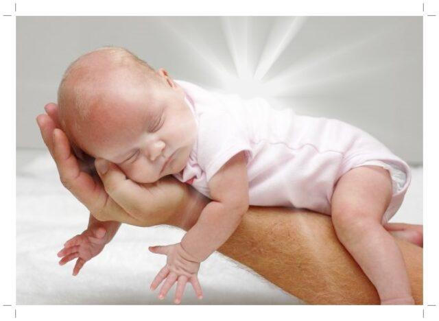 Ребёнок на руках