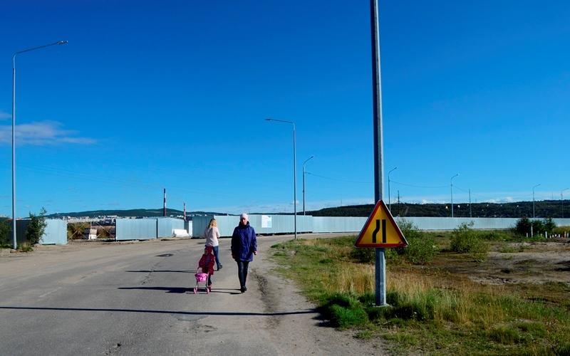 Дорога вдоль набережной кола