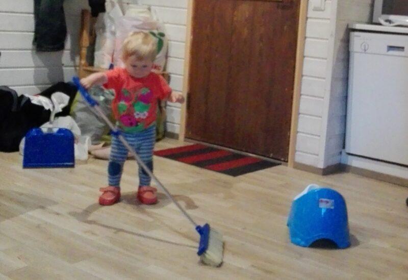 Какие игрушки покупать ребенку для развития его способностей