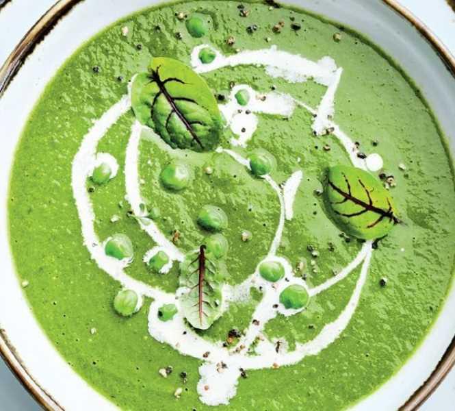 Суп из зеленого горошка с базиликом