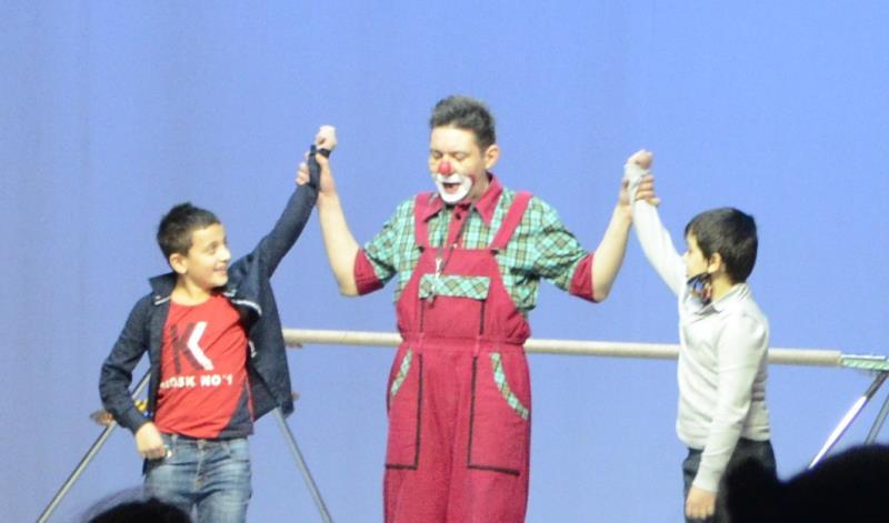 цирк парад-алле в городе кола