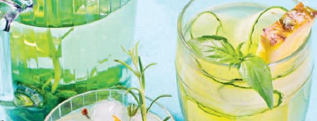 Чай с фруктами и ягодами. Рецепты летнего чая. Как сделать домашний холодный чай
