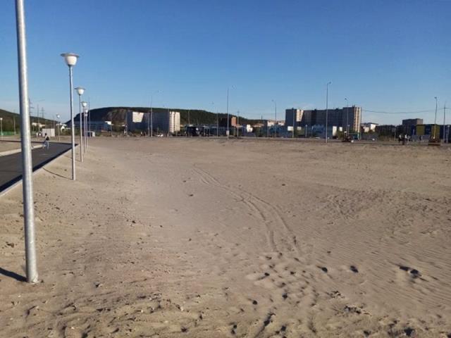 Песок на Кольской набережной